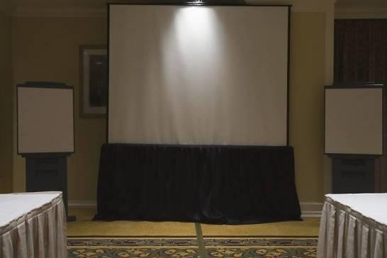 W jaki sposób urządzić salę konferencyjną na wynajem?